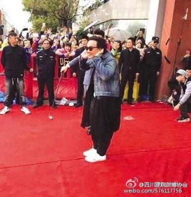 謠言陳奕迅超矮只有「130公分」!站在熊黛林身旁網友笑「真的小矮人!」