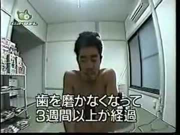 日本諧星挑戰「獨自全裸關禁閉1年」只靠抽獎維生,1年後「已崩潰」模樣把大家都嚇壞了...