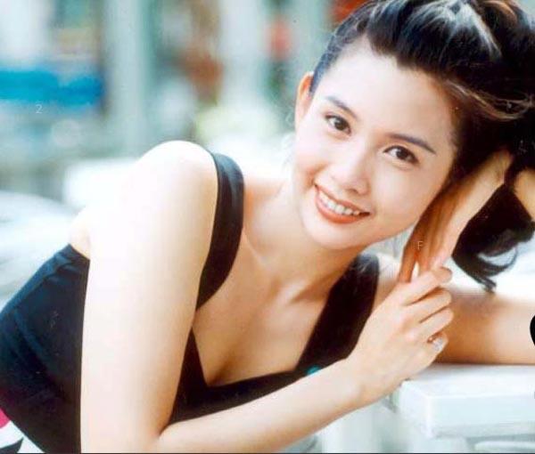 「性感女神」邱淑貞15歲女兒長大了!「美到不像話清純照曝光」網友封「最高顏值母女檔」!