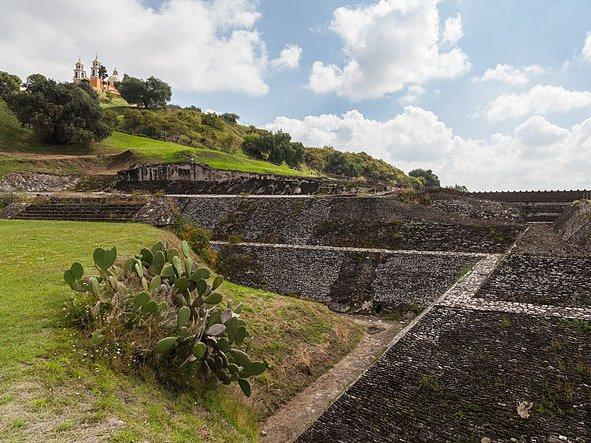 原來「世界第一大金字塔」不在埃及,其實一直「躲」這座山裡面!