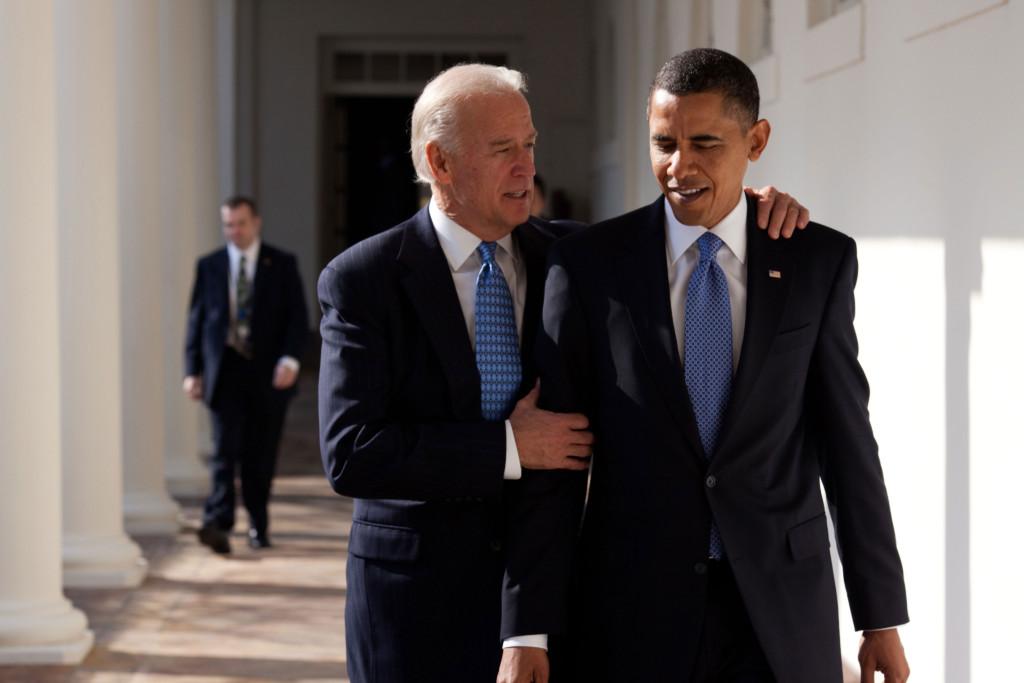hbz-obama-biden-02-pete-souza-the-white-house
