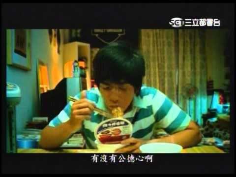 老外吃「維X炸醬麵」的怪異方法,意外掀起台灣兩派網友激辯大戰!