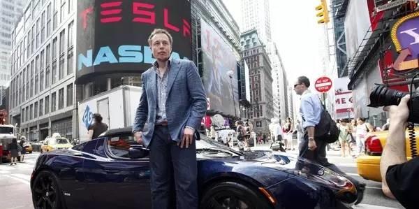 特斯拉老闆身價300億 從小卻是個被老哥「出氣的沙包」現在沒人敢動他了...