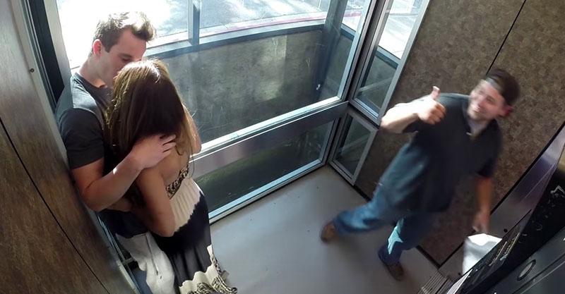 超正妹一進電梯就「瘋狂喇舌」,當「情況轉過來」旁觀者行為證明「男女平等不可能」!