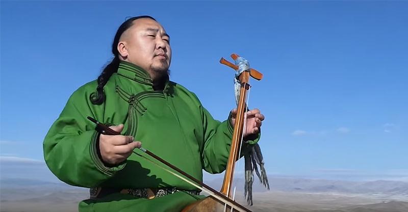 蒙古獨特的「喉嚨唱腔」,獨特的音律讓人分辨不出哪個是人哪個是樂器了!