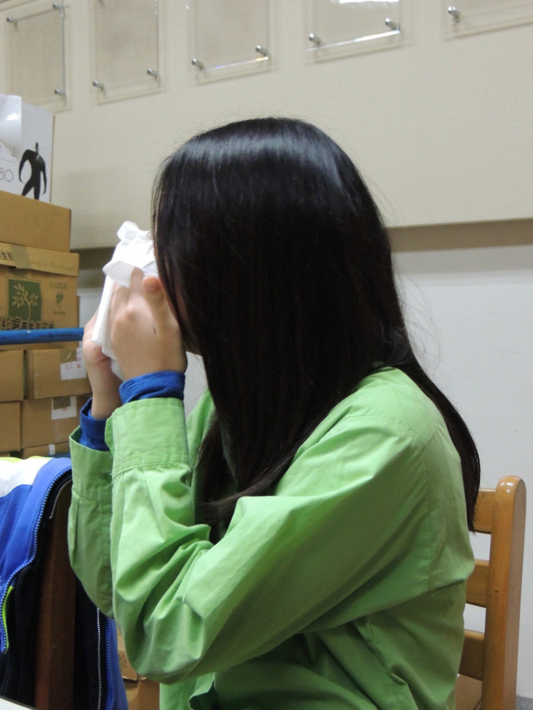 小學3年級開始「姐代母職」如今入取國外9所大學,訪問時含淚說「別人的父母都來了...」
