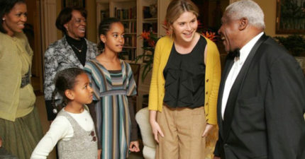 小布希女兒曝珍貴「歐巴馬女兒第一次拜訪白工」感人照,她當時分享「白宮存活法則」感動兩黨!