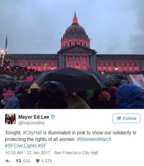 舊金山市政廳以「粉紅色光芒」支持女性權益遊行,網友:「反了反了!」