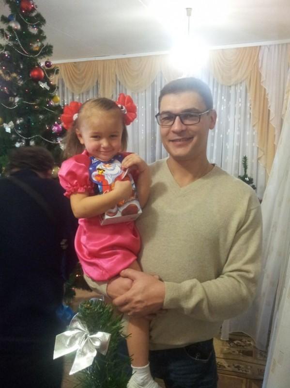 女孩溺斃父親遭急救人員飆罵「別再折磨她屍體了」宣告死亡,30分鐘後「強大父愛」讓她復活!