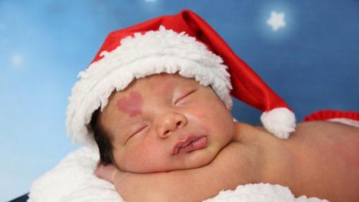 小嬰兒一出生就頂著「上帝給的禮物」愛心胎記降臨,長大「更有愛的樣子」已經萌爆一票粉絲了!
