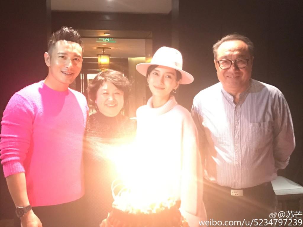 Angelababy在黃曉明陪伴下「順利生子」,兩人今早正式「升任爸媽」!