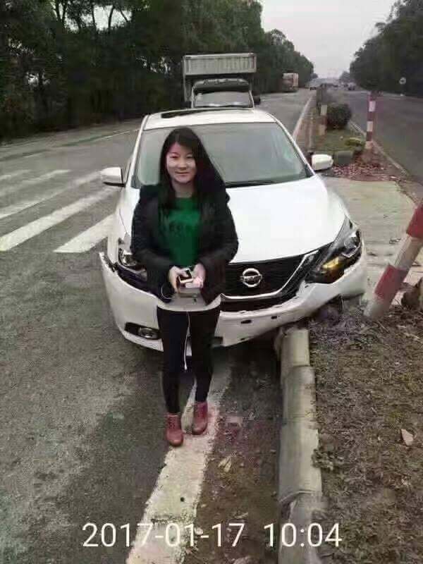 新車剛上路9分鐘直接「撞毀」,女駕駛超高EQ讓人大讚!