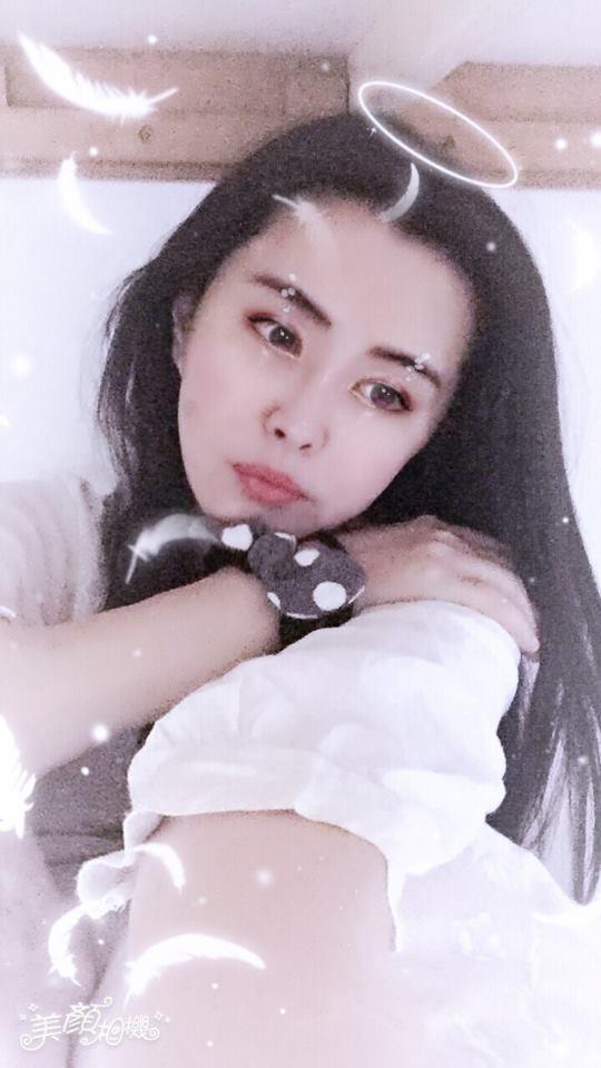 「玉女小倩」王祖賢在臉書PO撩人「不老美腿照」跟大家拜年!