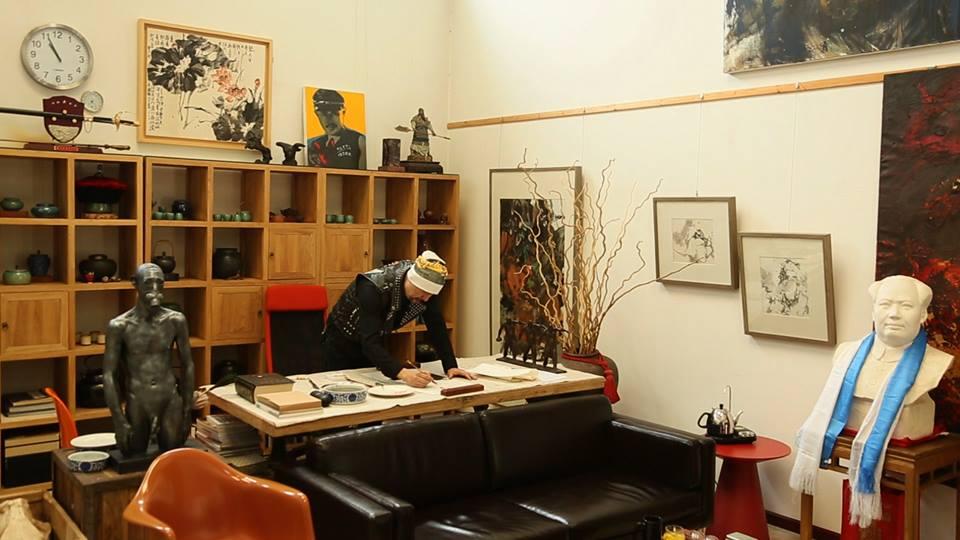 曾飾演「熬拜」的知名三級片港星,竟然是一幅畫賣700萬的超猛藝術家!