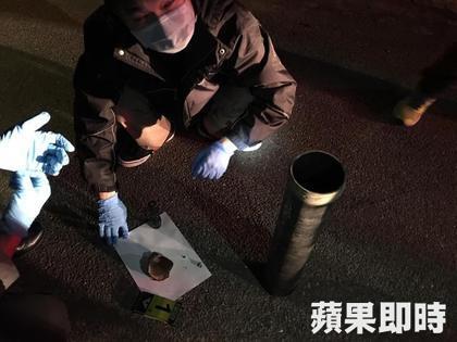 跨年夜發生慘劇!男子施放煙火時用錯點火方式,當場「被炸爆頭」慘死。(非趣味)