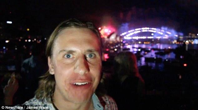 超狂男挑戰「1天跨年2次」,看完雪梨煙火再「搭時光機」回到12/31!(影片)