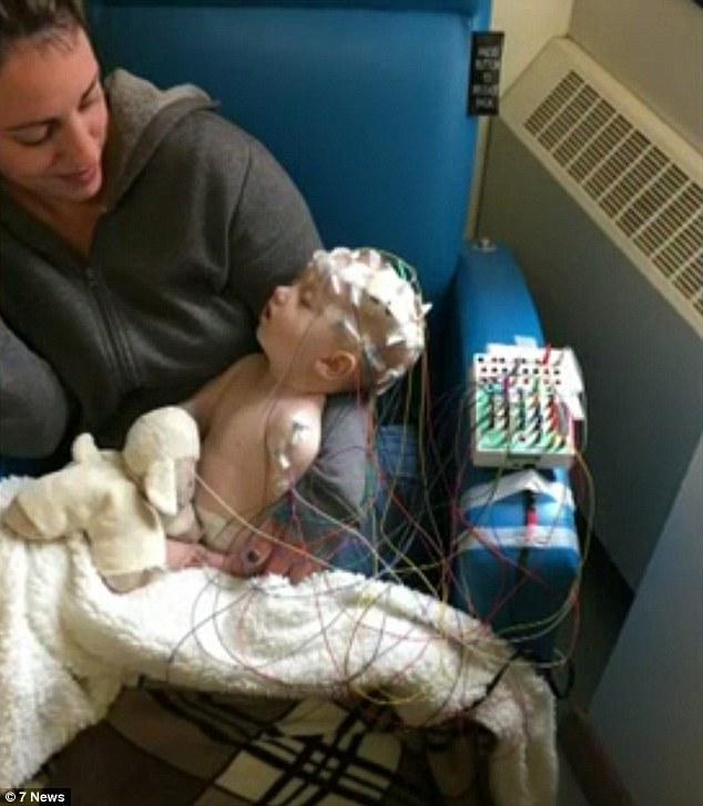 太可愛「每天狂親好幾下」,6月大女嬰慘被媽媽「親成腦癱」差點死掉!