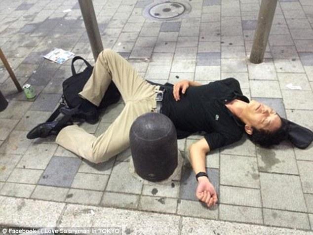 24張不用統計也能看出「日本上班族壓力」的爆笑喝到崩潰照