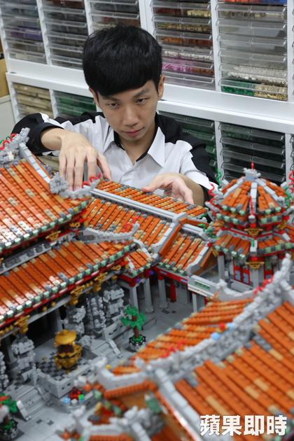 他差點考不上大學!「4萬塊樂高重現龍山寺」一舉當上創意總監
