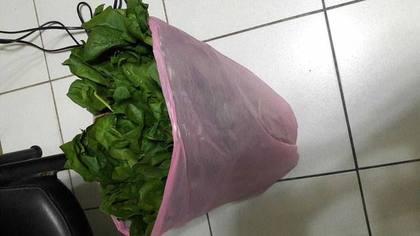 女老師買菜100塊但只肯付80塊「強迫殺價看不起農民」,溫柔提醒被她反嗆:「買來爛掉當垃圾!」
