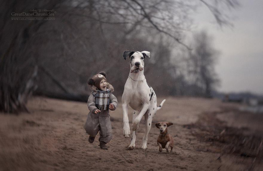 19張讓你看得嘴巴變O的超完美「大狗狗跟小朋友」互動照片!