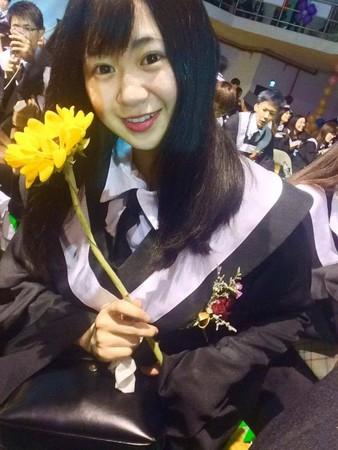 郭書瑤16歲被迫提早「成大人」養家,她說:「只要我一人犧牲就好」。