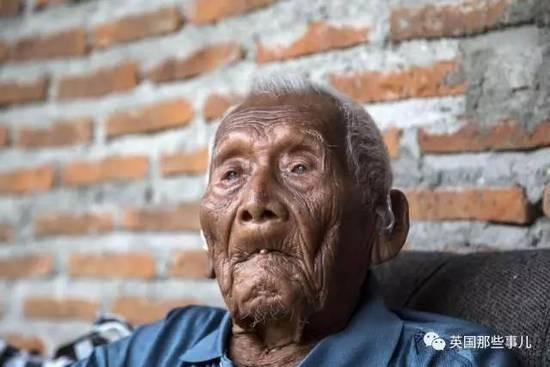 146歲老人:「我不想活了,死掉多好」,被死神遺忘「長命百歲是詛咒」。