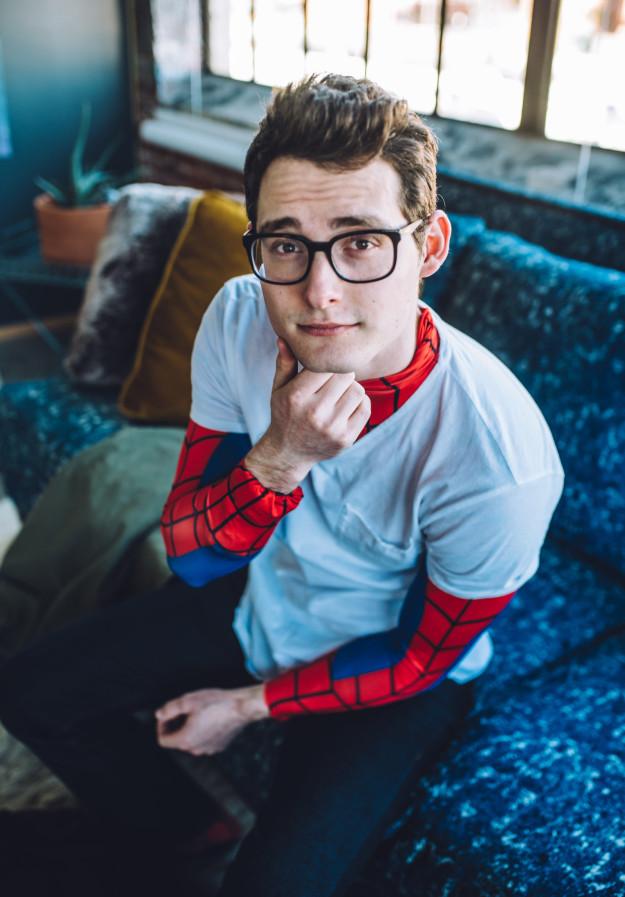 性感男模拍攝一系列「蜘蛛人閨房照」,看到「脫到下半身」時讓人鼻血噴滿螢幕啊!