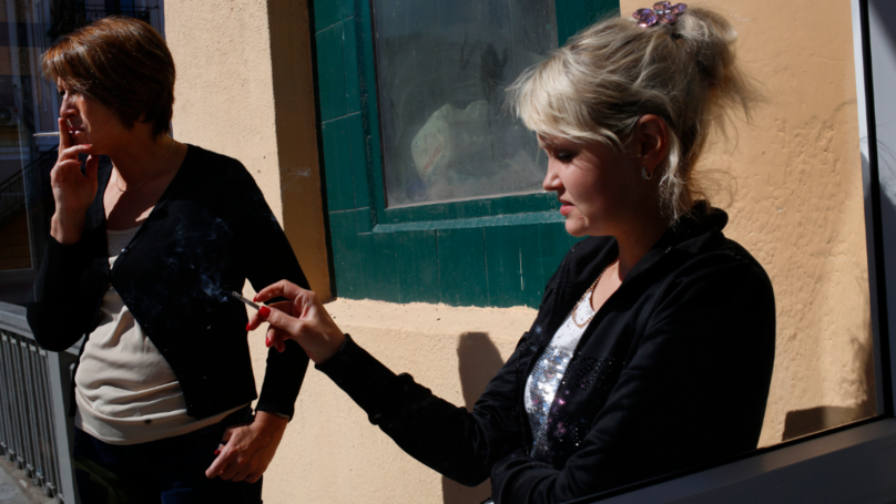 俄羅斯擬立法「一輩子都禁止買菸」全球首例,2015年後出生永遠買不到!