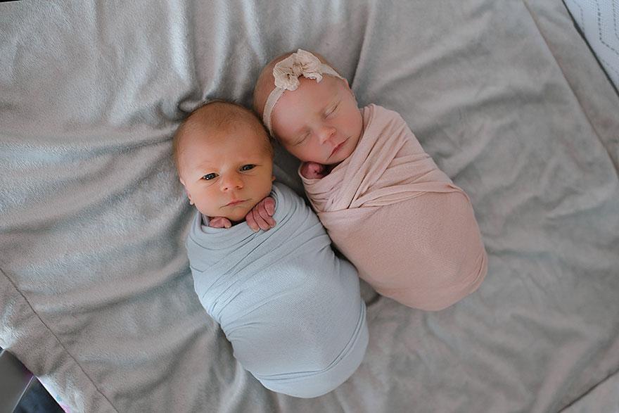 爸爸媽媽請專業攝影師為這對「沒剩多少時間」的雙胞胎,「只剩11天拍下」哭死人照片!(9張)