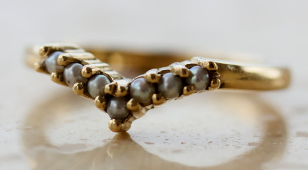 A V-shaped ring that has all its ducks — I mean, pearls — in a row.