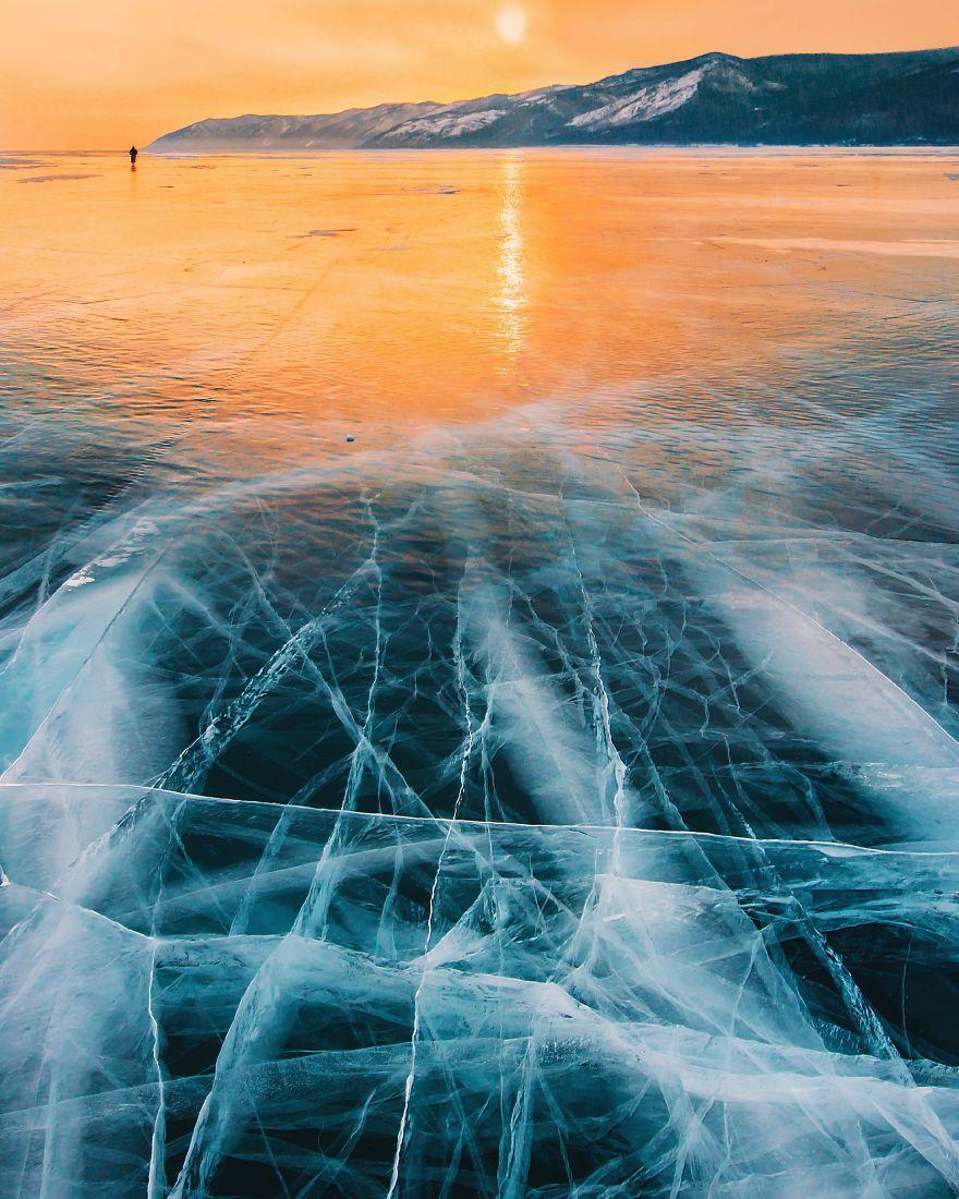 22張拍結冰的「地球最深的湖」往下看根本就是神奇的外太空!