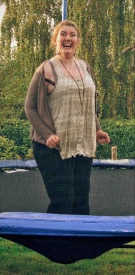 21歲學生「重達120公斤」被禁搭雲霄飛車,靠「茶匙減肥法」怒甩54公斤成為模特兒!