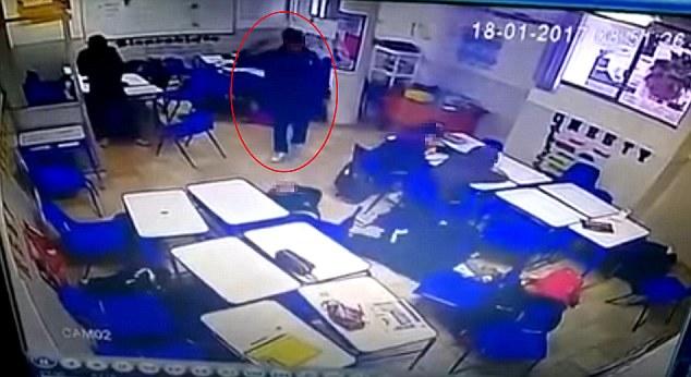 15歲少年教室開槍掃射「殺死老師同學」,接著直接「舉槍自盡」全程拍下。(非趣味+影片)
