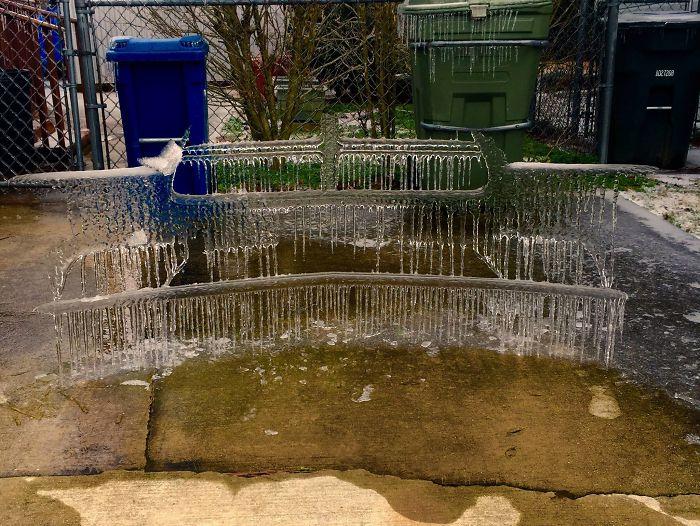 30個被冬天變成絕頂藝術品的「冰雪汽車藝術」。