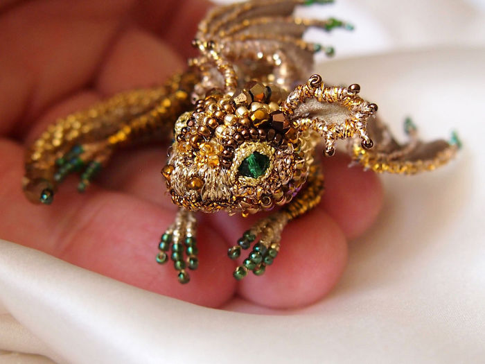20個可以讓你合法偷偷養怪獸的「超精緻珠寶胸針龍」!