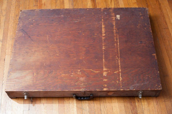 A man found this mysterious box in a dumpster and what he found inside was absolutely baffling. The large wooden box showed signs of some wear and tear, with a simplistic feel displaying only a pair of locks for safety of its contents.
