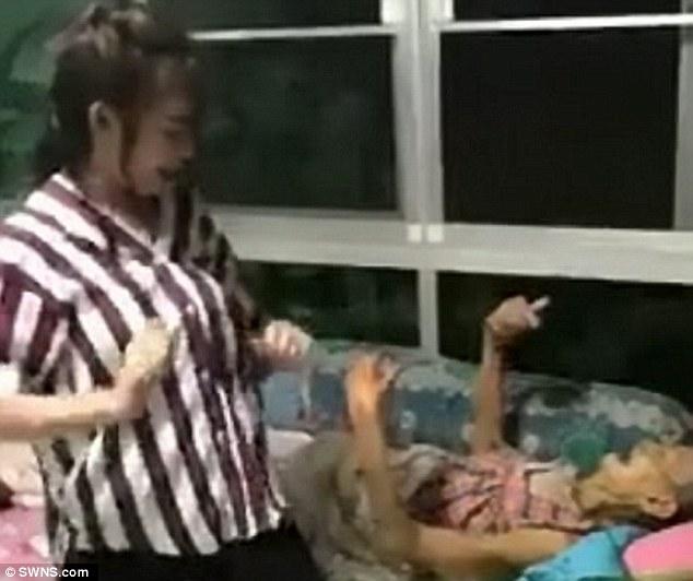 79歲病危奶奶臥病在床,正妹孫女開心熱舞「奶奶拍手一起嗨」惹哭網友!(500萬瀏覽人次)