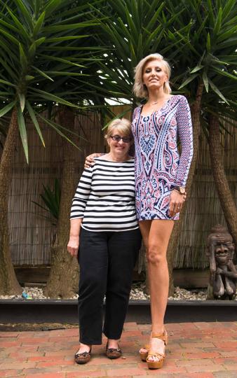 逆天長腿辣媽被稱為「世界上第一長腿」,腿量霸佔69%!(4張)