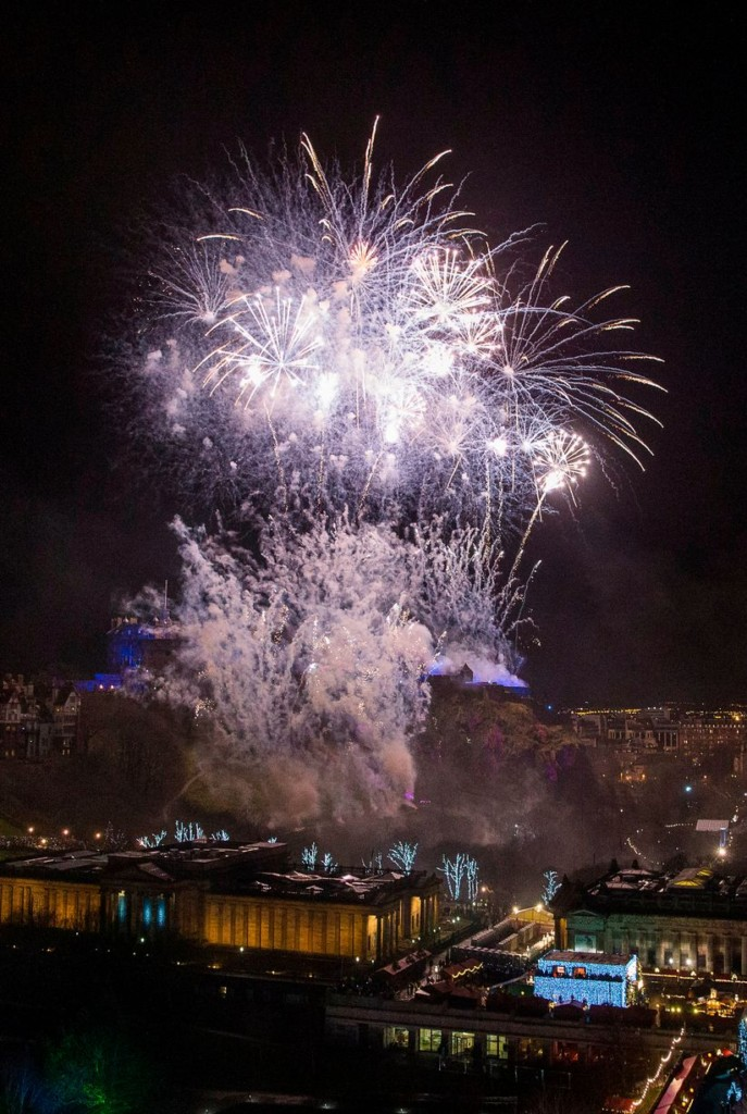 26張「讓人決定今年一定要出國迎接2018」的世界各地跨年畫面。莫斯科根本就是童話故事!