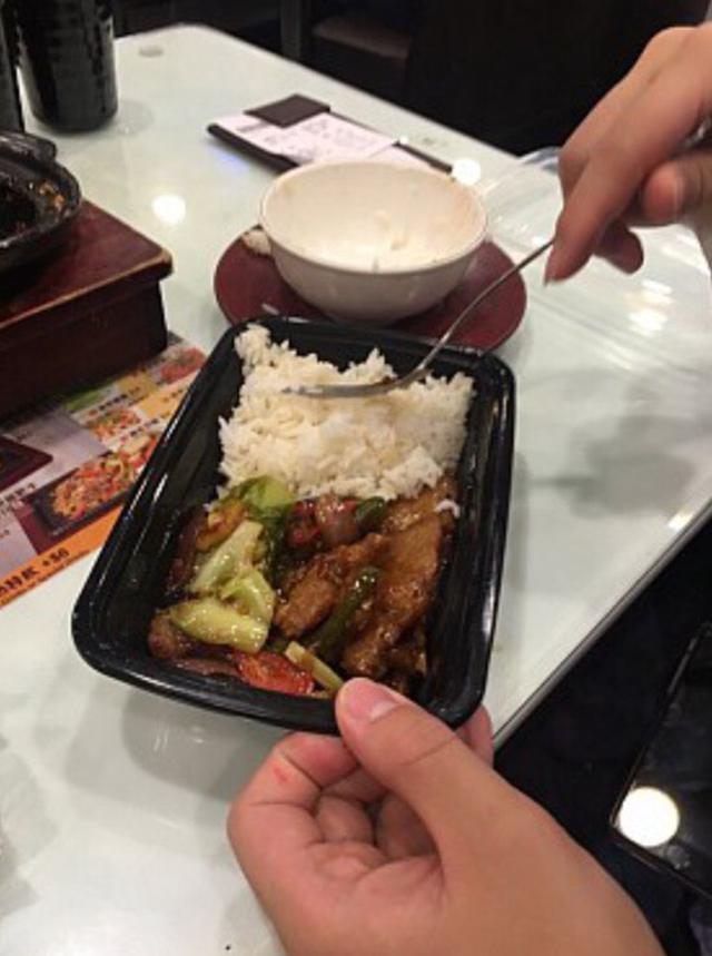 她痛批「男友吃剩一半打包太低賤」PO網公審,網友一面倒苦勸:「快分手!不要再害人!」