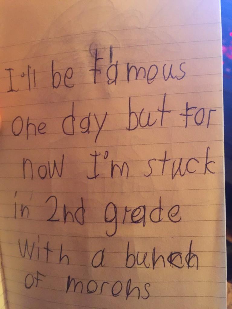 小二生寫出爆笑日記求救「轉世跟一群智障卡在一起」,讓網友感嘆「這是老師的心聲吧?」