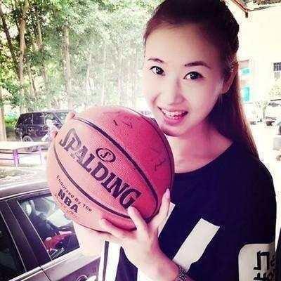 200公分高美女籃球員嫁農村小夥子,公婆心疼碰頭「為她把家裡高度大修改」!