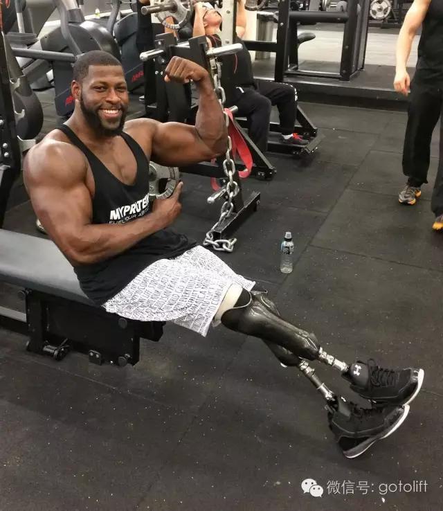 健美先生一身嚇嚇叫的超壯肌肉,加上「突破極限的下半身」連阿諾也只能跪了...