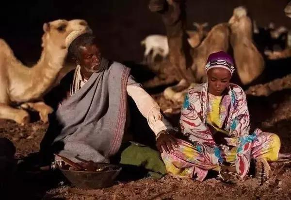 她童年悲慘「強暴、割禮、賣給糟老頭」,但她化身「沙漠之花」拯救上萬女孩!