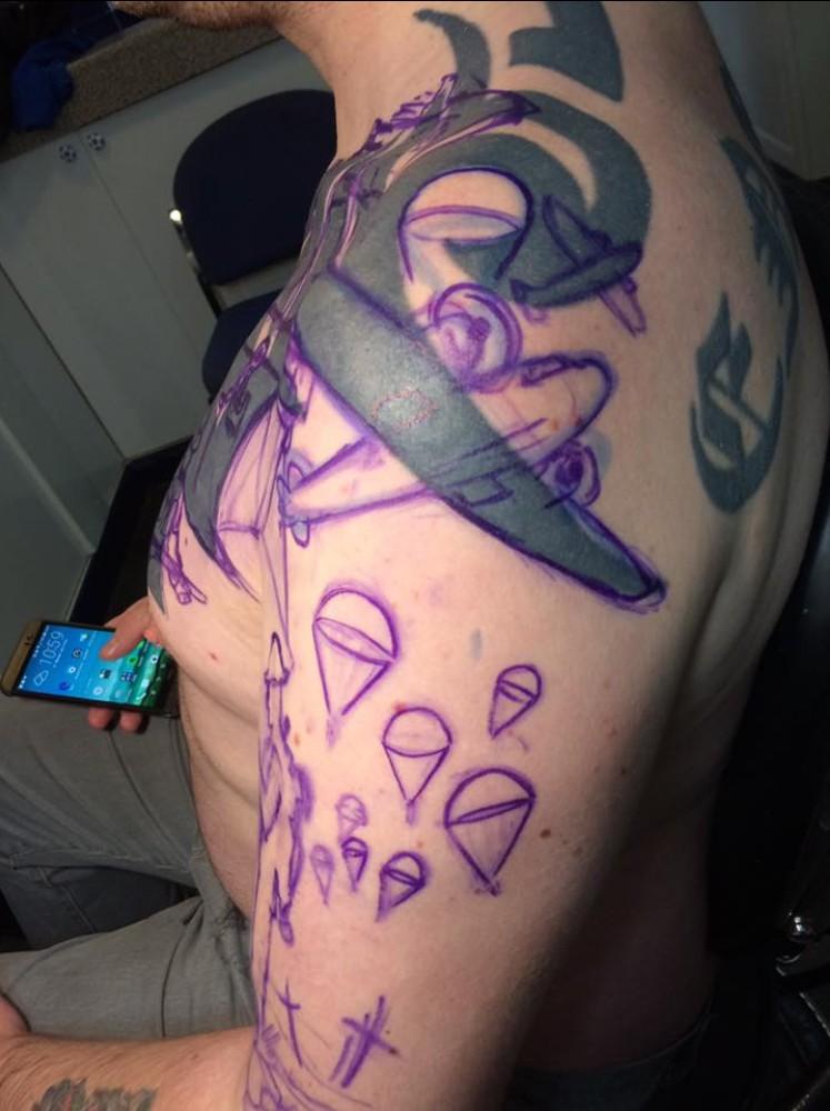男子後悔「17年前刺青失敗」,刺青師「神救援」成品美到說不出話來!(8張)