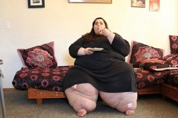 胖妹遇上「偏愛大尺碼的男友」體重爆炸只能坐輪椅,瘦下來「終於可以行房」秒變奧黛麗赫本!
