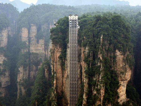 8億「335公尺世界最高電梯」全程只需1分32秒,直接往下看「再勇敢都會腿軟」!