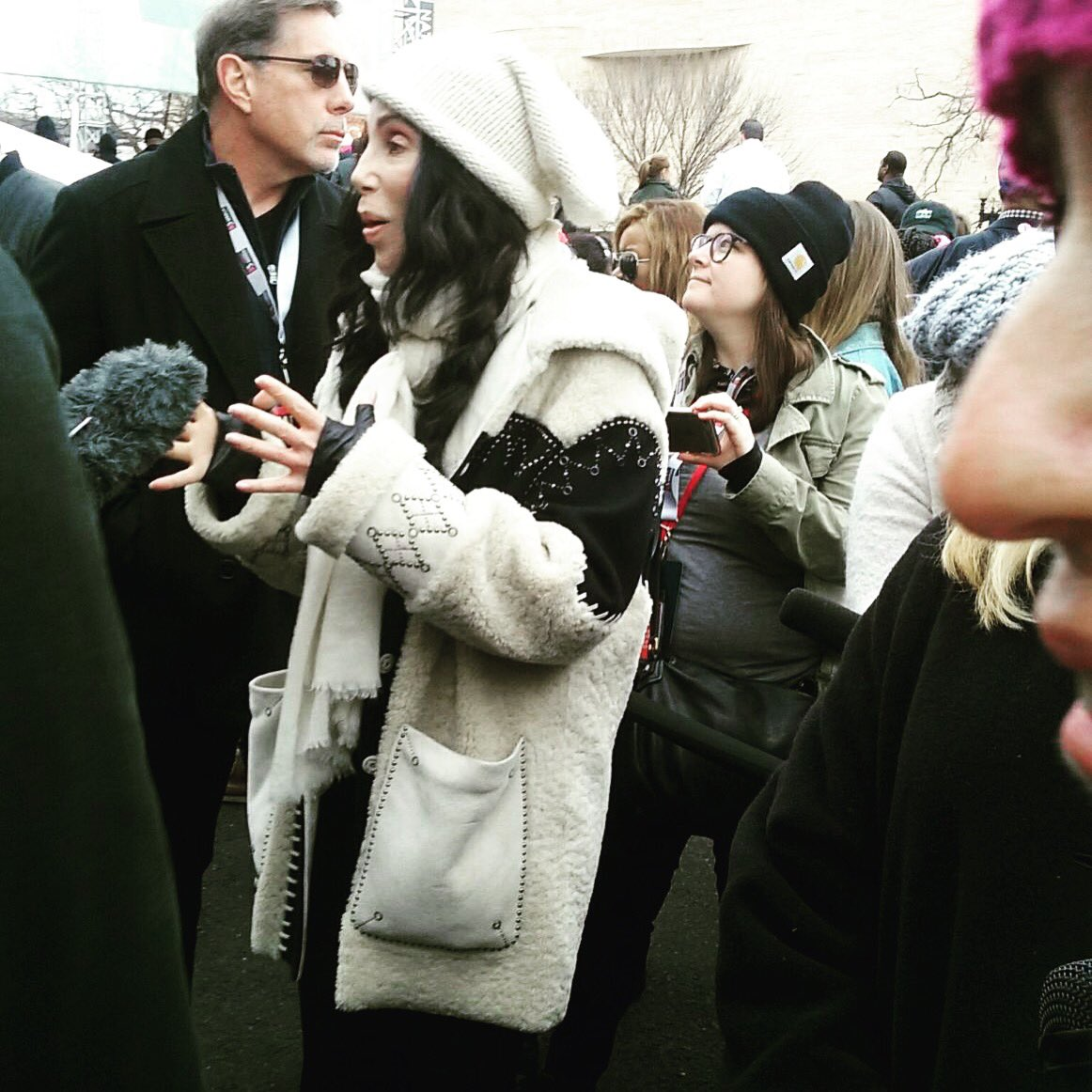 川普總統上任「20幾位好萊塢巨星」領數十萬民眾上街抗議!瑪丹娜「想炸白宮」!