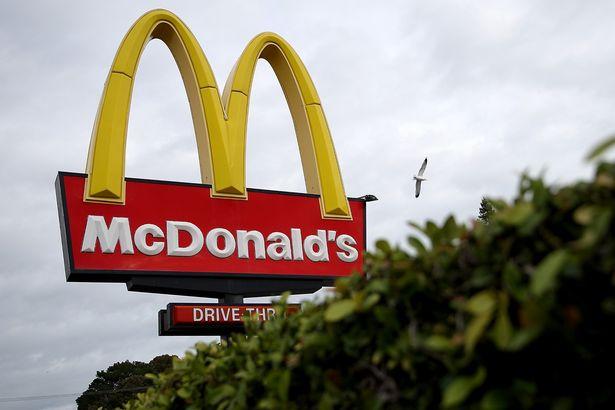 麥當勞標誌真正意義「居然這麼色」!當時1960年想法就是「讓媽媽休息一晚」!